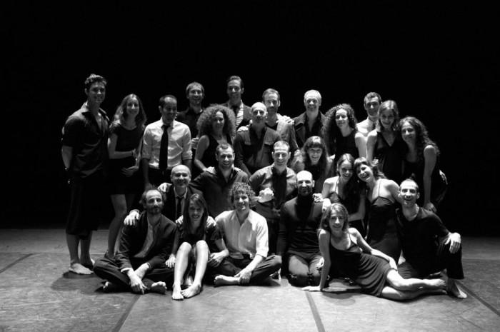 Bailarines de Provisional Danza en el 25 aniversario de la compañía